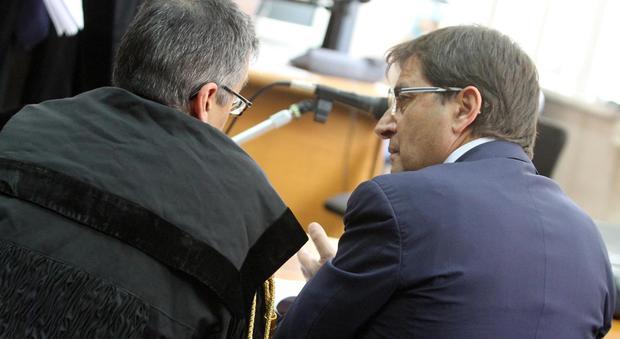 CRO 18/04/2011 SANTA MARIA CAPUA VETERE, CE. II UDIENZA DEL PROCESSO ALL'ONOREVOLE NICOLA COSENTINO (NEWFOTOSUD RENATO ESPOSITO)
