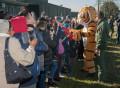 bagno-di-folla-con-il-tigrotto-del-21-gruppo-tiger