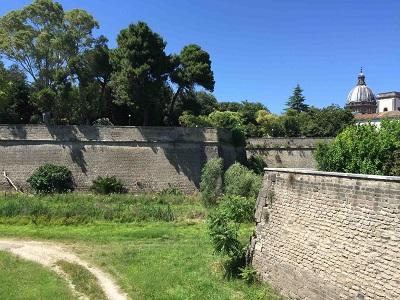 5-le-mura-il-bastione-e-il-fossato