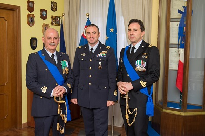 Il Comandante del 9° Stormo Col. Pil Lucivero con i comandanti uscente e subentrante