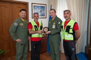 Il Colonnello Lucivero con i rappresentanti del CNSAS Campania