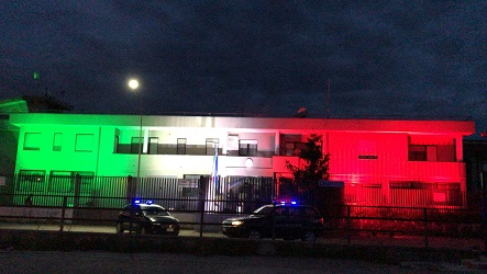caserma in tricolore